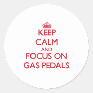 Guarde la calma y el foco en los aceleradores pegatina redonda