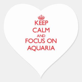 Guarde la calma y el foco en los ACUARIOS Calcomanía De Corazón Personalizadas