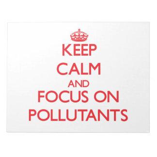 Guarde la calma y el foco en los agentes contamina bloc de notas