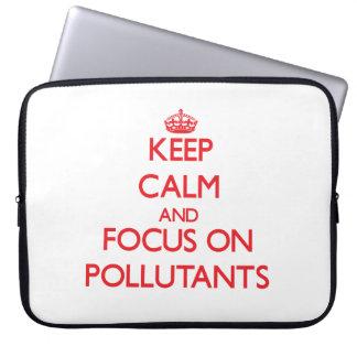 Guarde la calma y el foco en los agentes contamina funda computadora