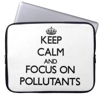 Guarde la calma y el foco en los agentes contamina mangas computadora