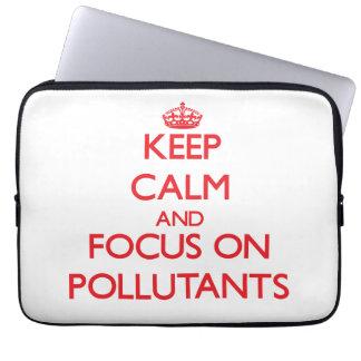 Guarde la calma y el foco en los agentes contamina funda ordendadores