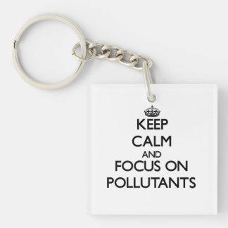 Guarde la calma y el foco en los agentes contamina llavero