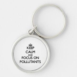 Guarde la calma y el foco en los agentes contamina llavero personalizado