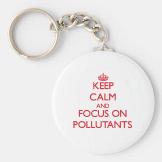 Guarde la calma y el foco en los agentes contamina llaveros