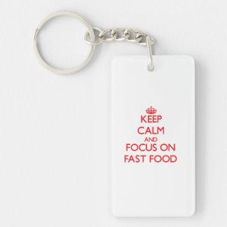 Guarde la calma y el foco en los alimentos de llavero rectangular acrílico a una cara