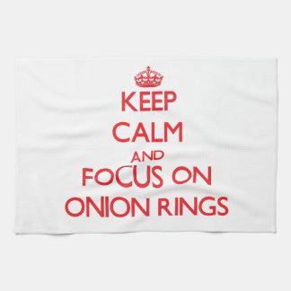Guarde la calma y el foco en los anillos de ceboll toalla de mano