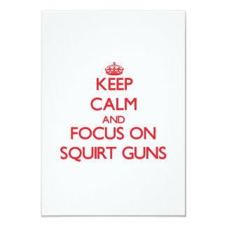 Guarde la calma y el foco en los armas Squirt Invitación 8,9 X 12,7 Cm