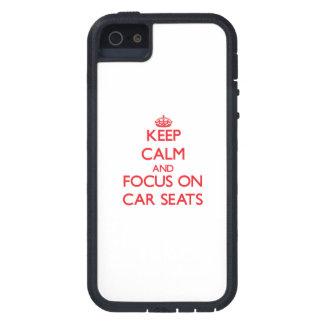 Guarde la calma y el foco en los asientos de carro iPhone 5 protectores