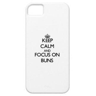 Guarde la calma y el foco en los bollos iPhone 5 protectores