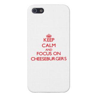Guarde la calma y el foco en los cheeseburgers iPhone 5 coberturas
