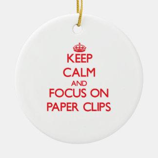 Guarde la calma y el foco en los clips de papel ornaments para arbol de navidad
