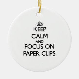 Guarde la calma y el foco en los clips de papel ornamentos para reyes magos