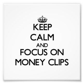 Guarde la calma y el foco en los clips del dinero arte con fotos