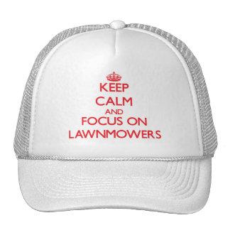 Guarde la calma y el foco en los cortacéspedes gorras