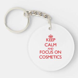 Guarde la calma y el foco en los cosméticos llavero redondo acrílico a doble cara
