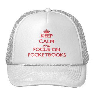 Guarde la calma y el foco en los cuadernos gorro de camionero