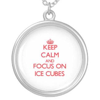 Guarde la calma y el foco en los cubos de hielo joyería