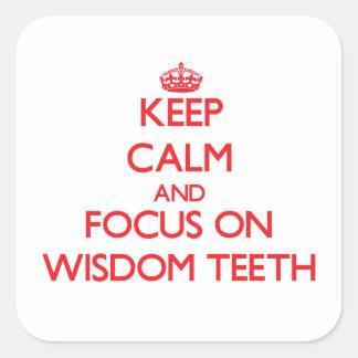Guarde la calma y el foco en los dientes de pegatina cuadrada