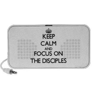 Guarde la calma y el foco en los discípulos laptop altavoces