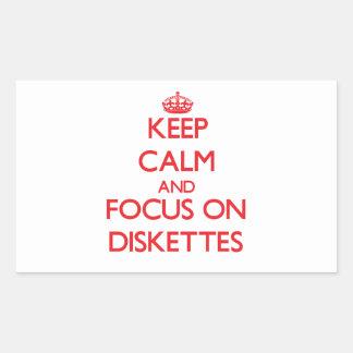 Guarde la calma y el foco en los disquetes rectangular pegatina