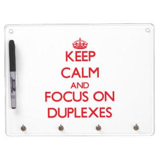 Guarde la calma y el foco en los duplex pizarras