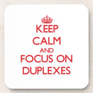 Guarde la calma y el foco en los duplex posavaso