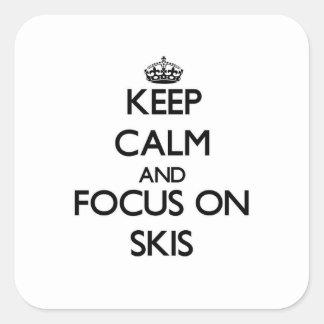 Guarde la calma y el foco en los esquís calcomania cuadradas personalizada