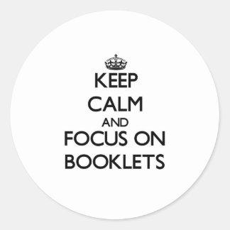 Guarde la calma y el foco en los folletos