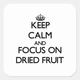 Guarde la calma y el foco en los frutos secos pegatina cuadrada