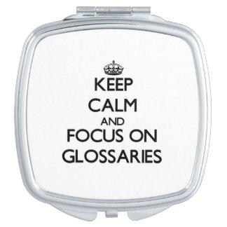 Guarde la calma y el foco en los glosarios espejo de viaje