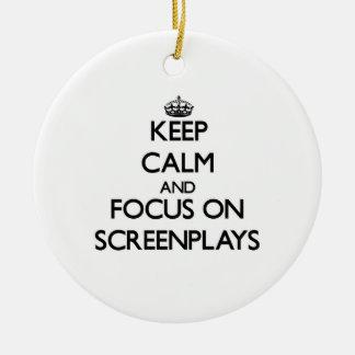 Guarde la calma y el foco en los guiones adorno para reyes