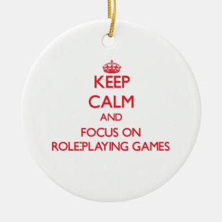Guarde la calma y el foco en los juego de rol adorno de navidad