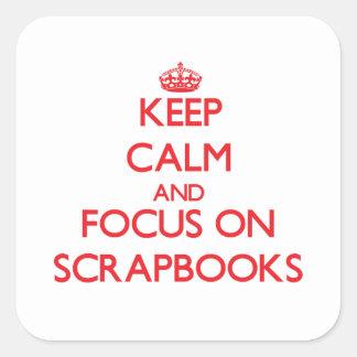 Guarde la calma y el foco en los libros de pegatinas cuadradas