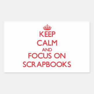 Guarde la calma y el foco en los libros de rectangular altavoz