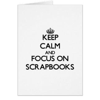 Guarde la calma y el foco en los libros de tarjeta de felicitación
