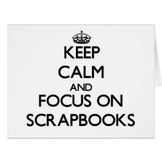 Guarde la calma y el foco en los libros de tarjeta de felicitación grande