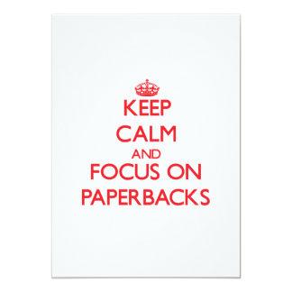 guarde la calma Y EL FOCO EN los libros en rústica Anuncio