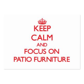 Guarde la calma y el foco en los muebles del patio plantilla de tarjeta de negocio