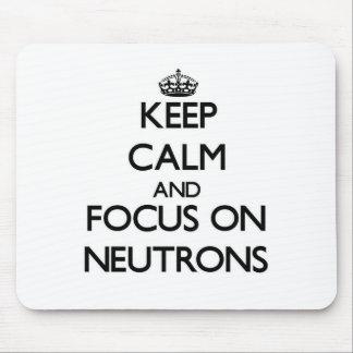 Guarde la calma y el foco en los neutrones mouse pads
