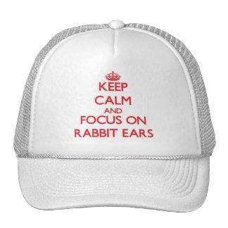 Guarde la calma y el foco en los oídos de conejo gorros bordados