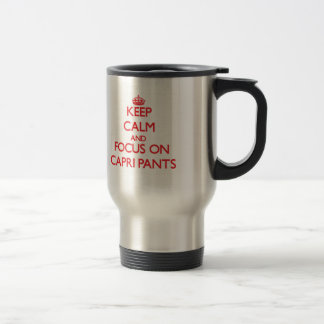 Guarde la calma y el foco en los pantalones taza de café