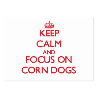 Guarde la calma y el foco en los perros de maíz tarjetas de visita grandes