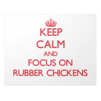 Guarde la calma y el foco en los pollos de goma