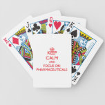 Guarde la calma y el foco en los productos farmacé barajas de cartas