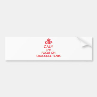 Guarde la calma y el foco en los rasgones de etiqueta de parachoque