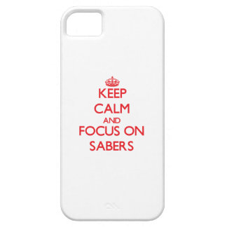 Guarde la calma y el foco en los sables iPhone 5 carcasas
