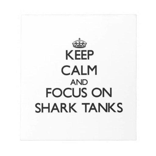 Guarde la calma y el foco en los tanques del tibur bloc de notas