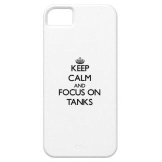 Guarde la calma y el foco en los tanques iPhone 5 protectores