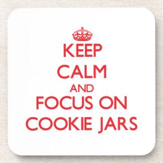Guarde la calma y el foco en los tarros de galleta